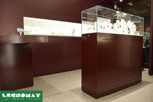 Arredamenti per Gioiellerie - Legnomat Design Italiano